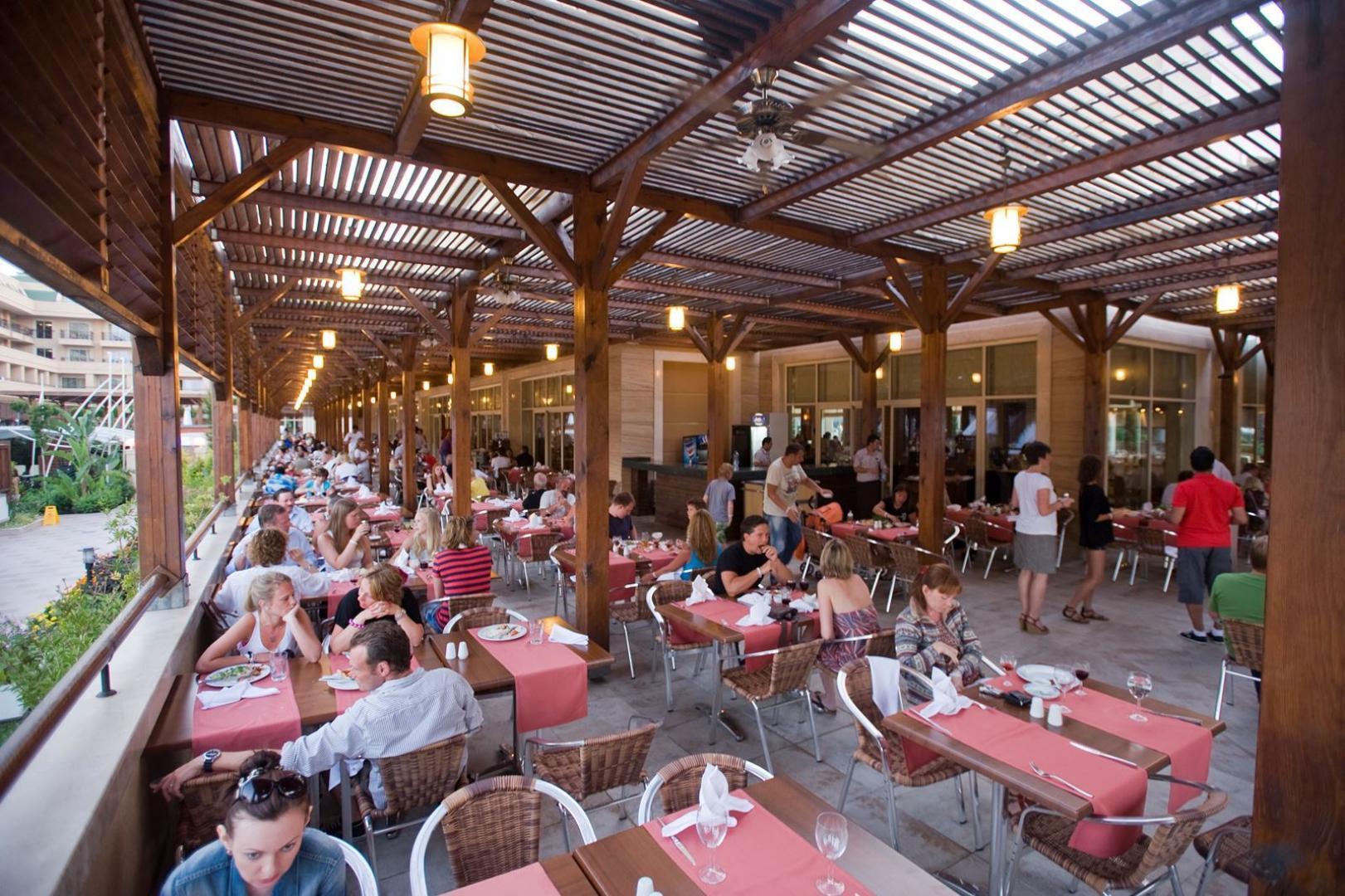 bd9eaf0eeb7 Crystal Deluxe Resort